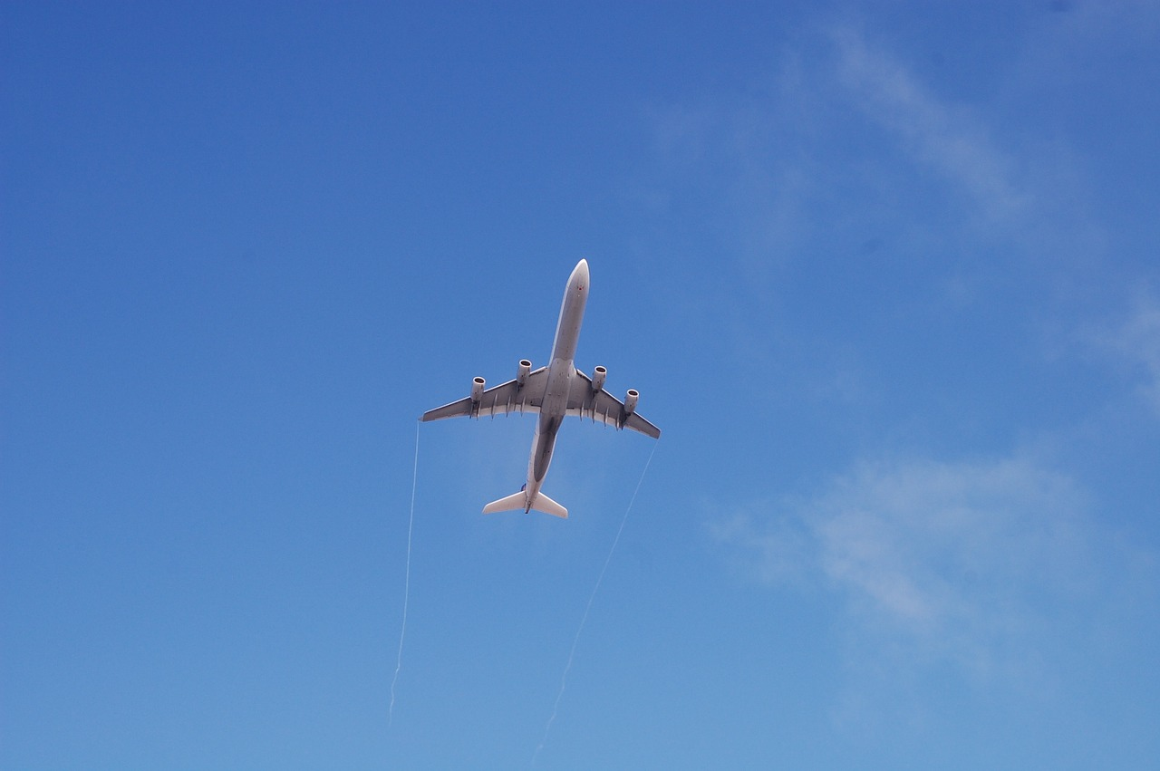 airplane-956724_1280