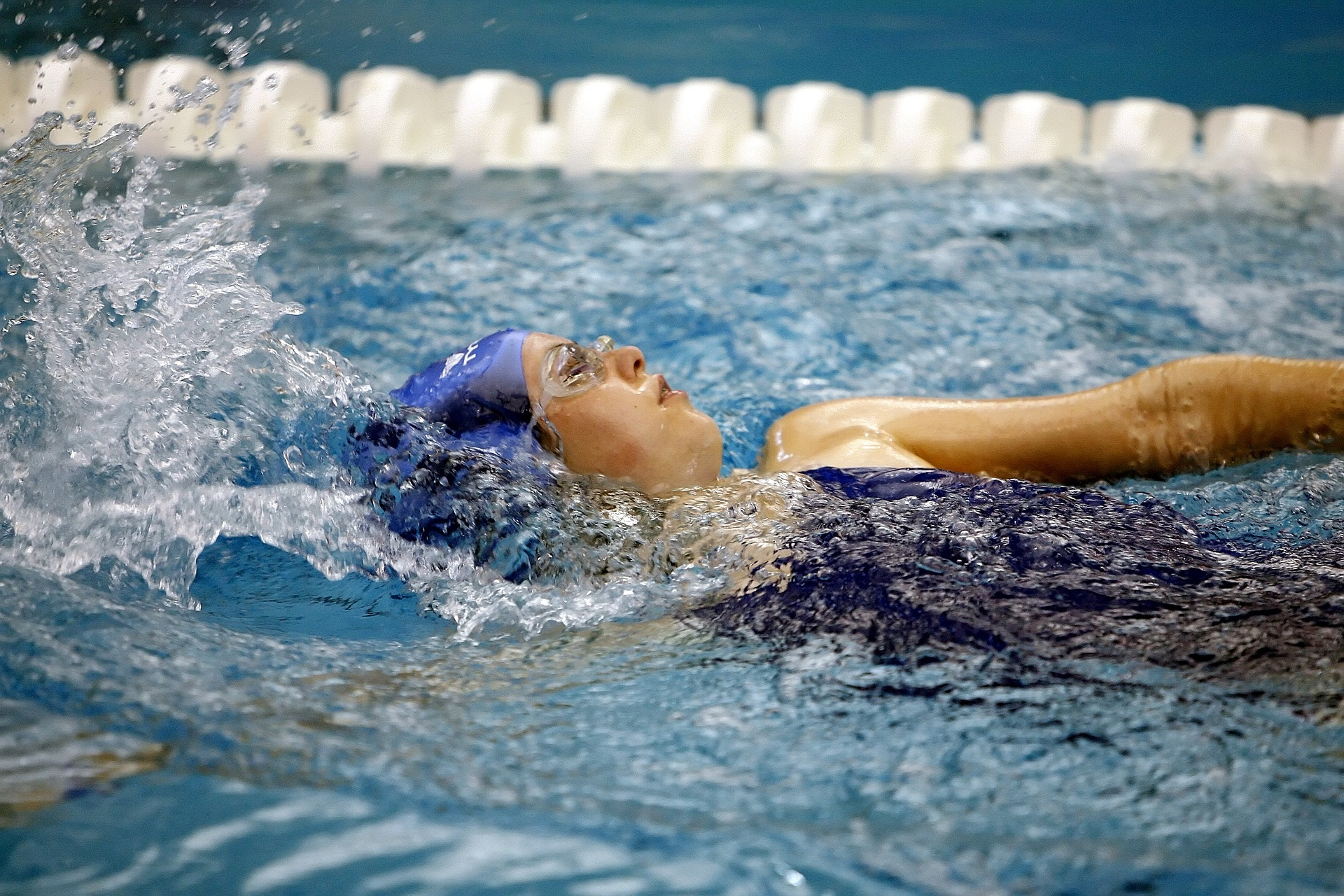 swimming-1515213_1920